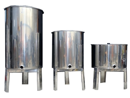 Picture for category Flat Bottom Honey Tanks